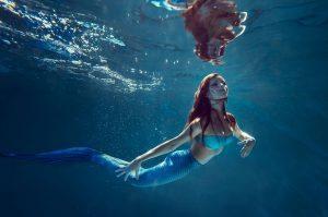 Meerjungfrau im Wasser