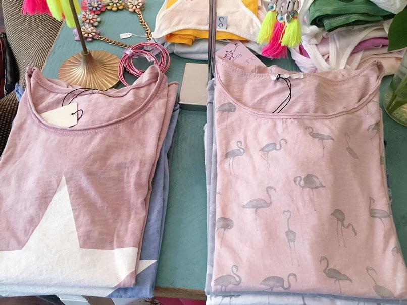 T-Shirt mit Flamingo und T-Shirt mit Sternen